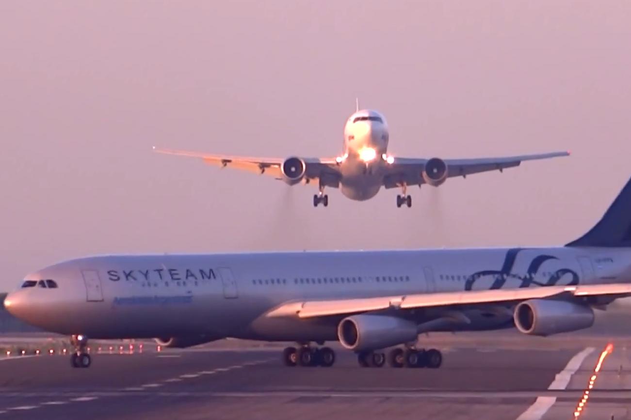 Самолет UTair в Барселоне едва не столкнулся с аргентинским авиалайнером