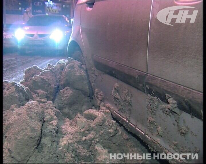Сугроб на Малышевском мосту стал причиной ДТП