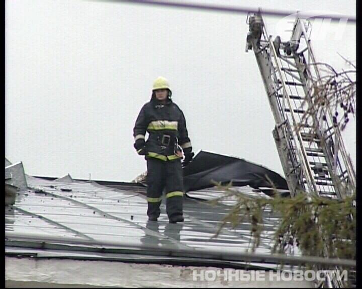 В Екатеринбурге горело здание бывшей войсковой части на Луначарского