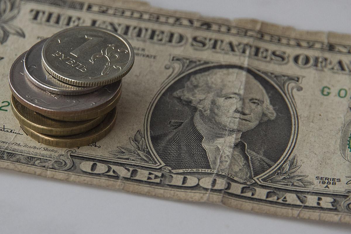 Санкции помешали российскому рублю стать свободно конвертируемой валютой