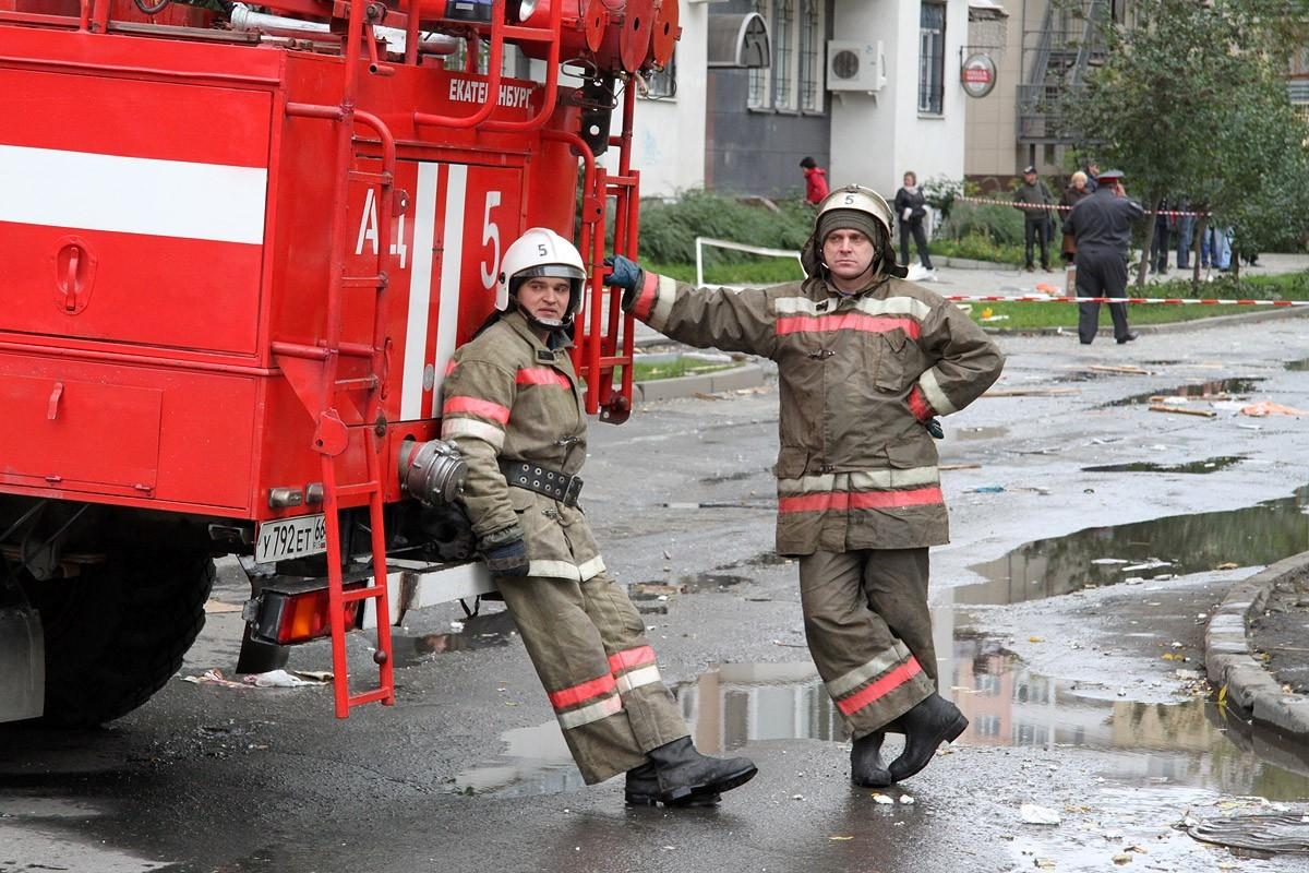На пожаре в екатеринбургской многоэтажке спасли пожилую женщину