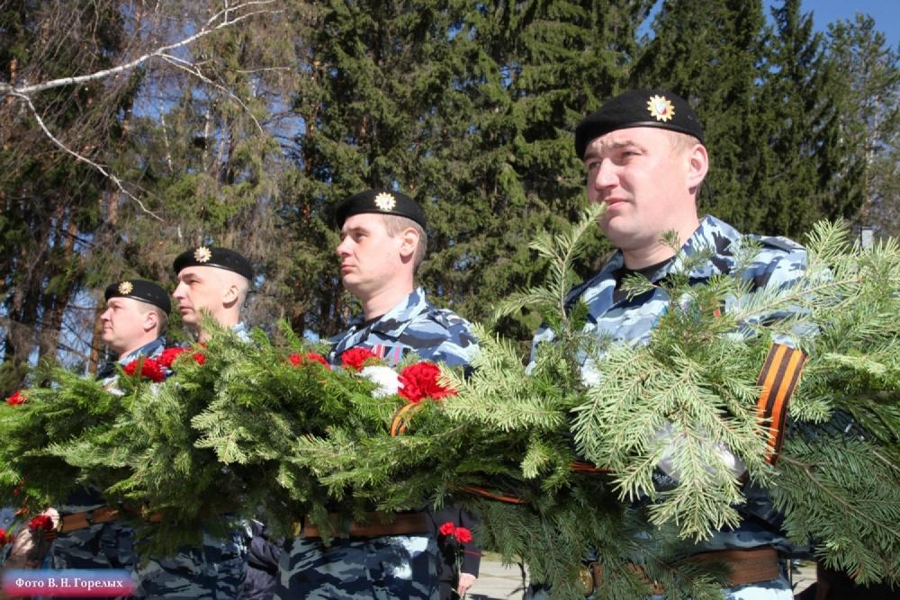 Свердловские полицейские почтили память участников войны