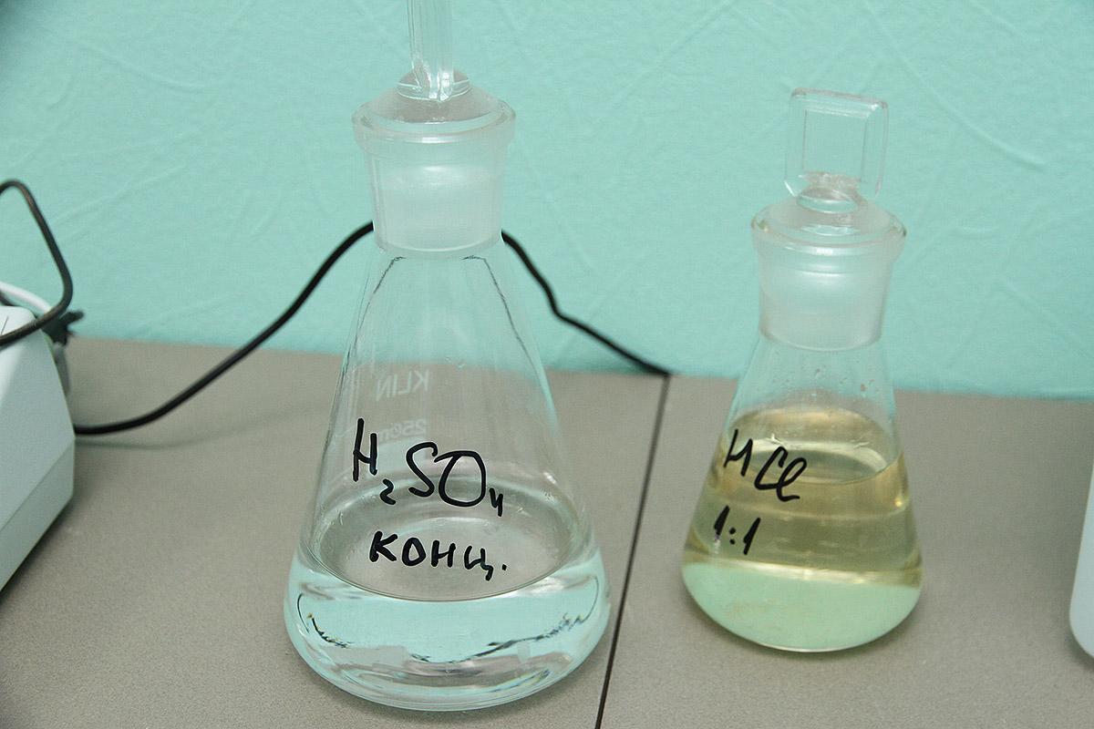 Тотальный анализ: в дома Уралмаша поставляют ржавую воду с марганцем