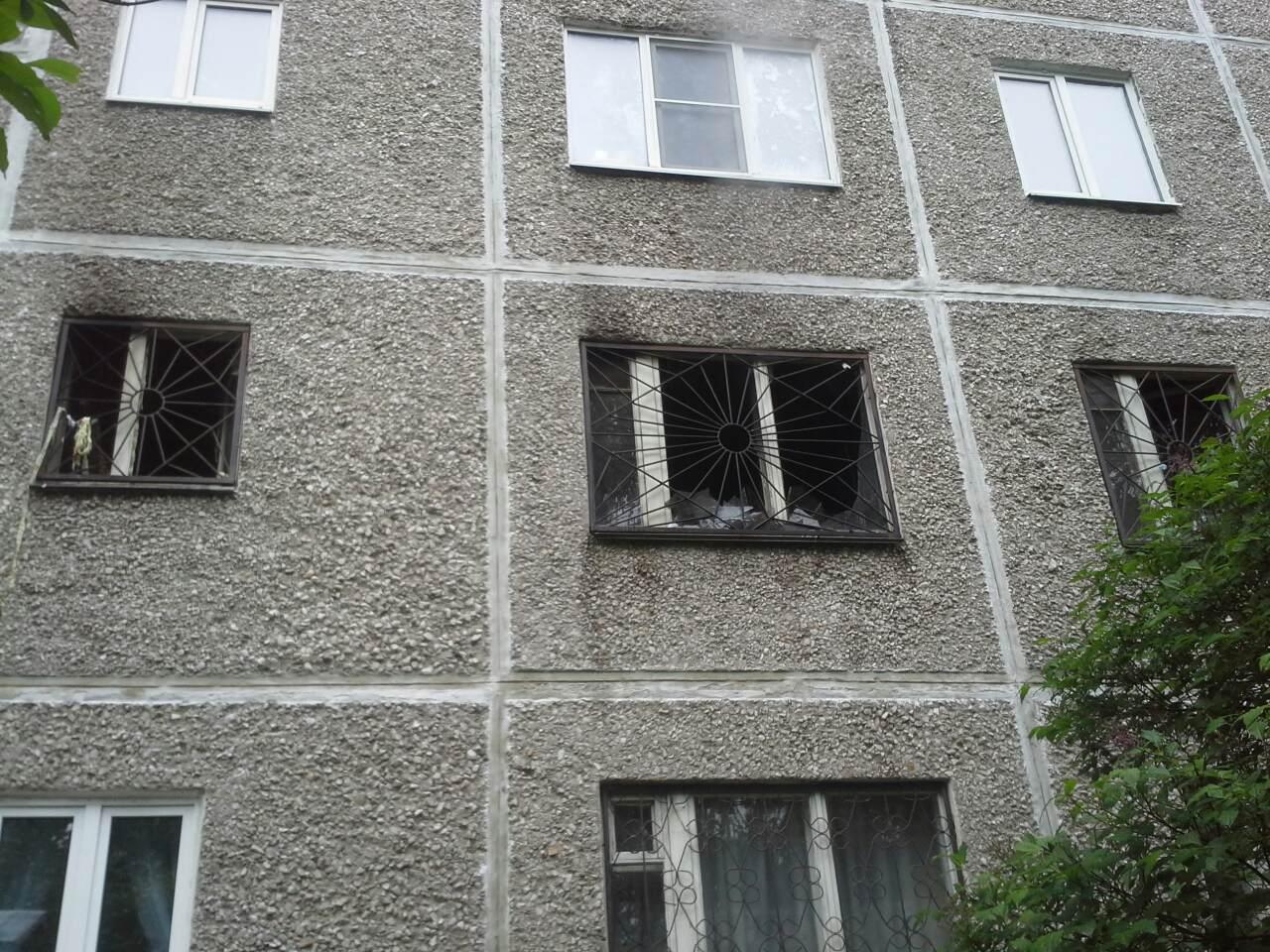 На Юго-Западе в полыхающей квартире погибла пожилая женщина