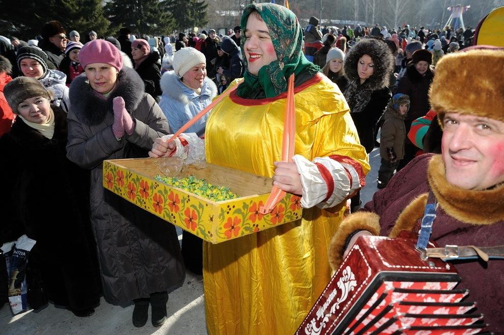 «Индекс Масленицы»: блины с икрой обойдутся екатеринбургским семьям в 442 рубля