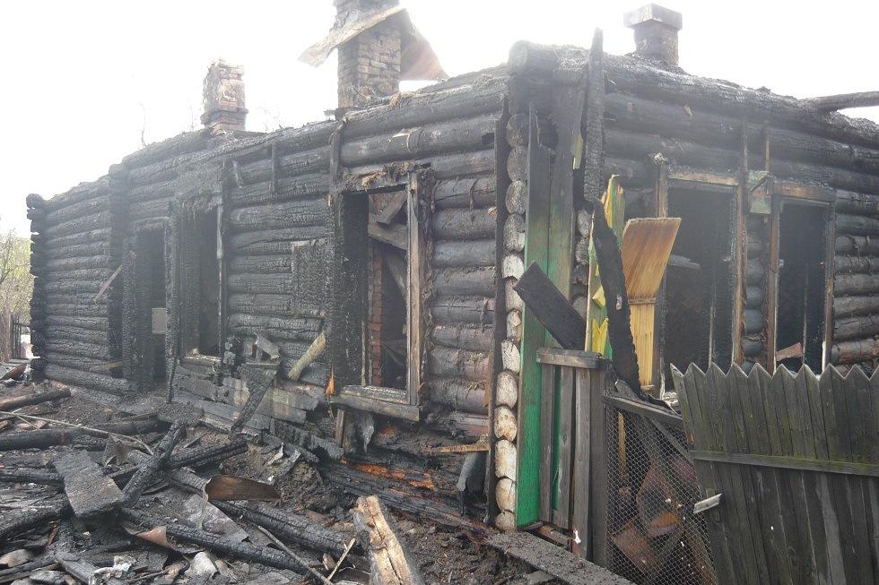 Врачи борются за жизнь мужчины, пострадавшего при пожаре на Сахалинской
