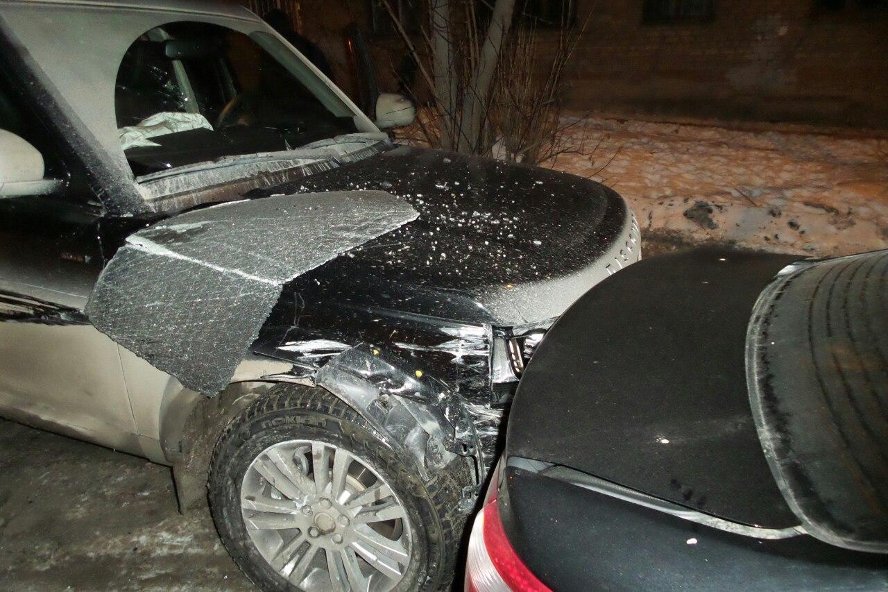 «Звоните Демину»: пьяный лихач на Land Rover протаранил 9 автомобилей во Втузгородке