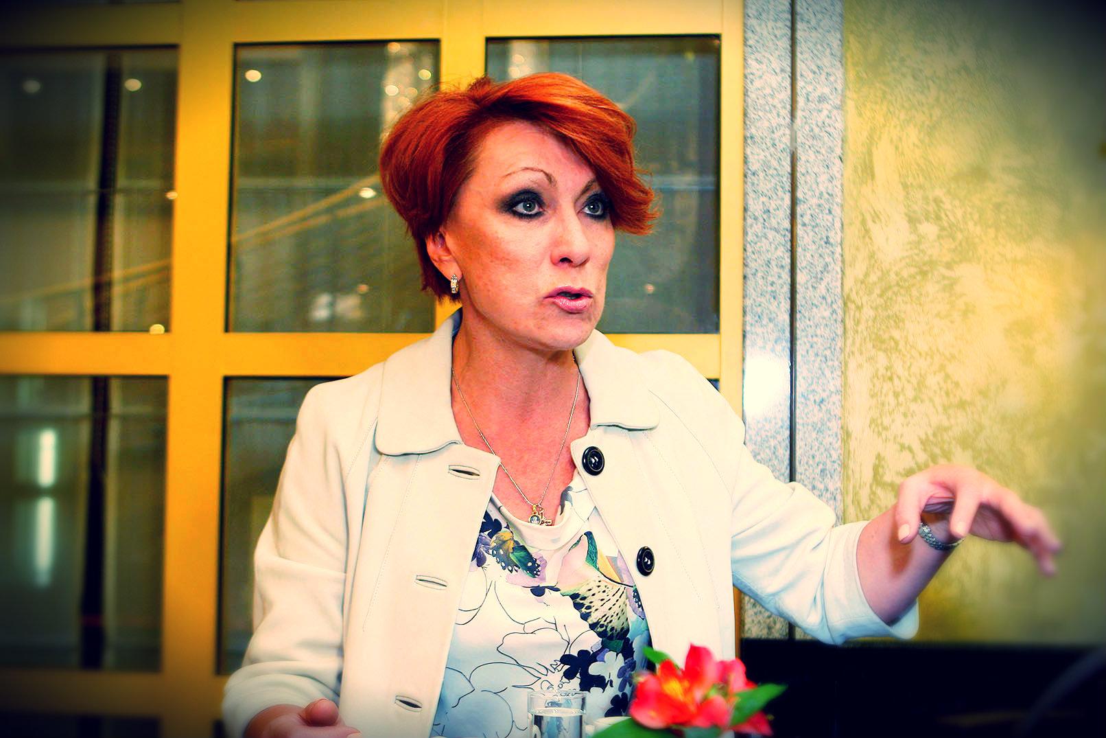 Татьяна Самойлова: «Элтон Джон не должен выступать в зале с пластиковыми стульями»