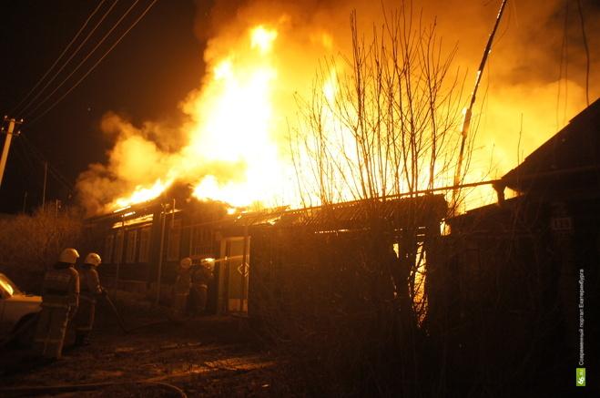 В крупном пожаре в Нижнесергинском районе погиб мужчина