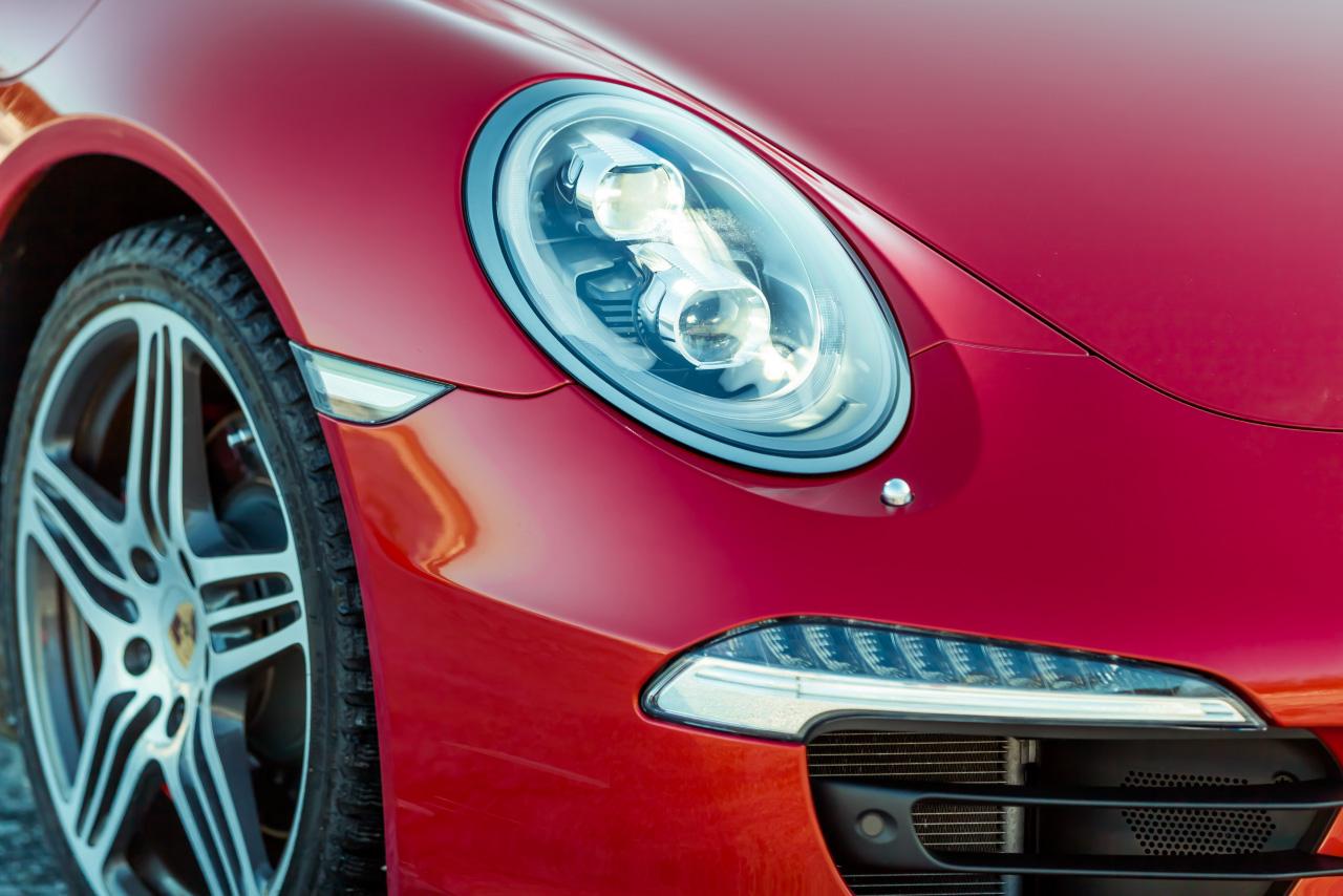 Математика скольжения: рвем уральский лед шипами Porsche 911 Carrera 4S