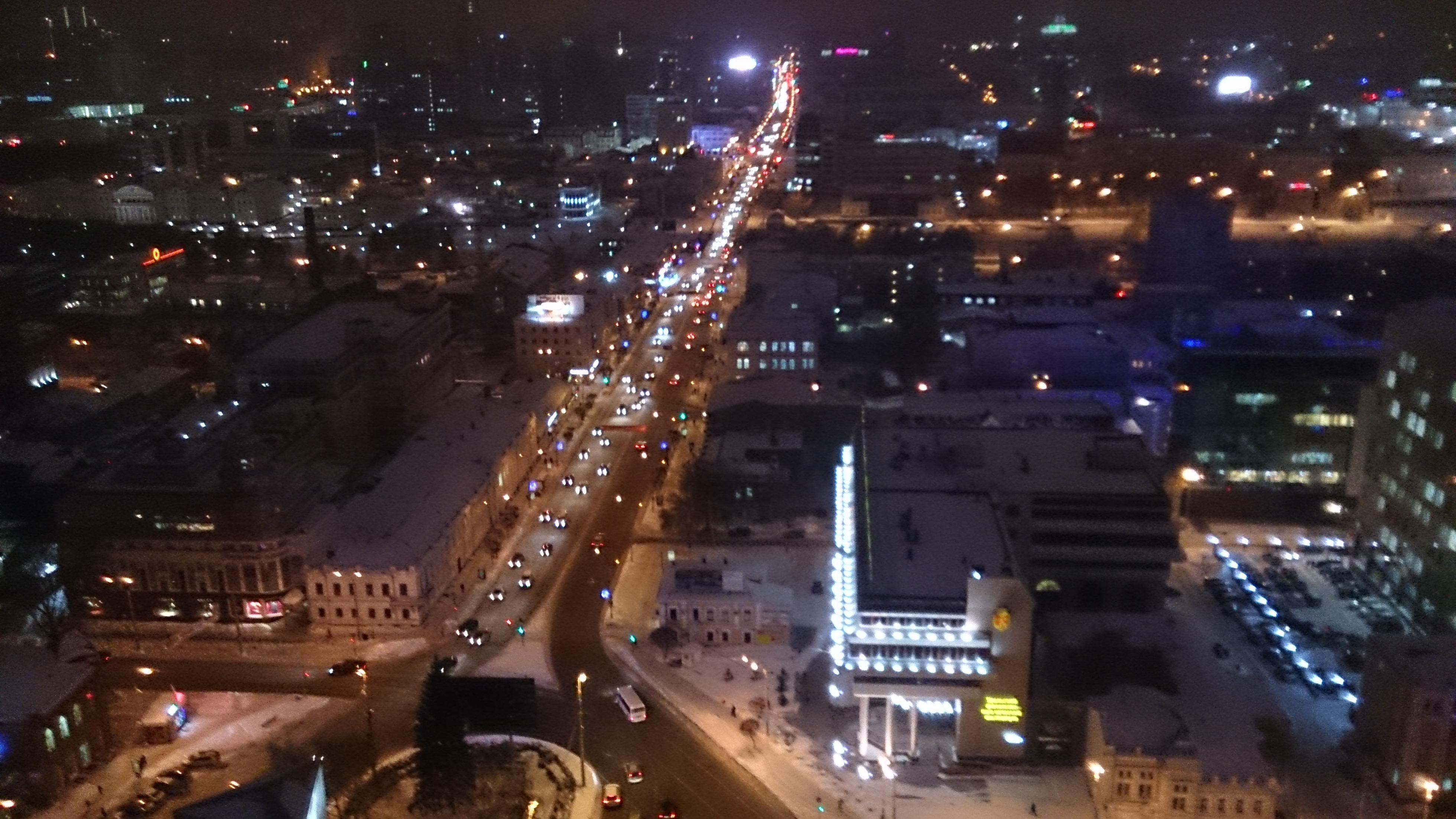 Екатеринбург замер в пробках в ожидании нового снегопада