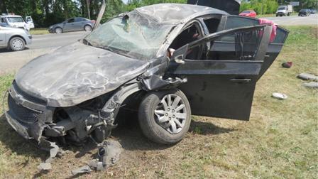 В Каменске-Уральском пьяный водитель уничтожил две машины в аварии