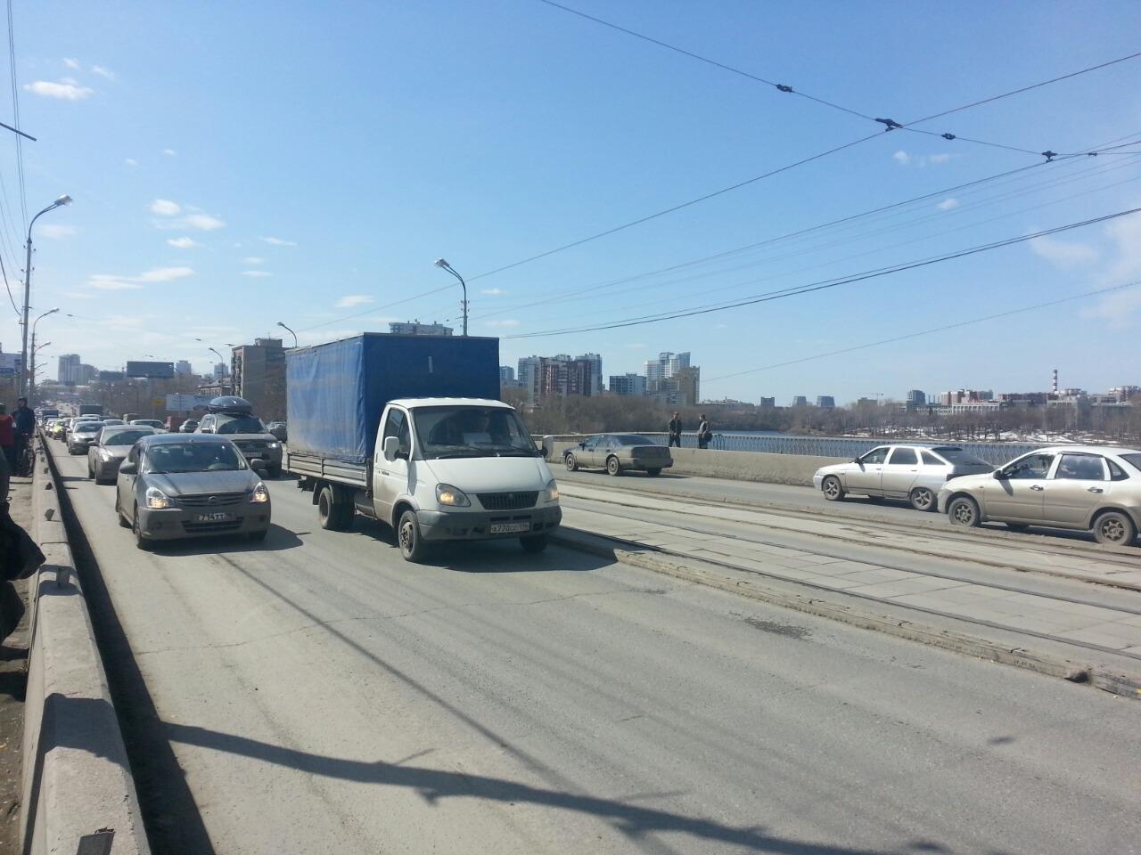 Макаровский мост перекроют из-за демонтажа мукомольного завода