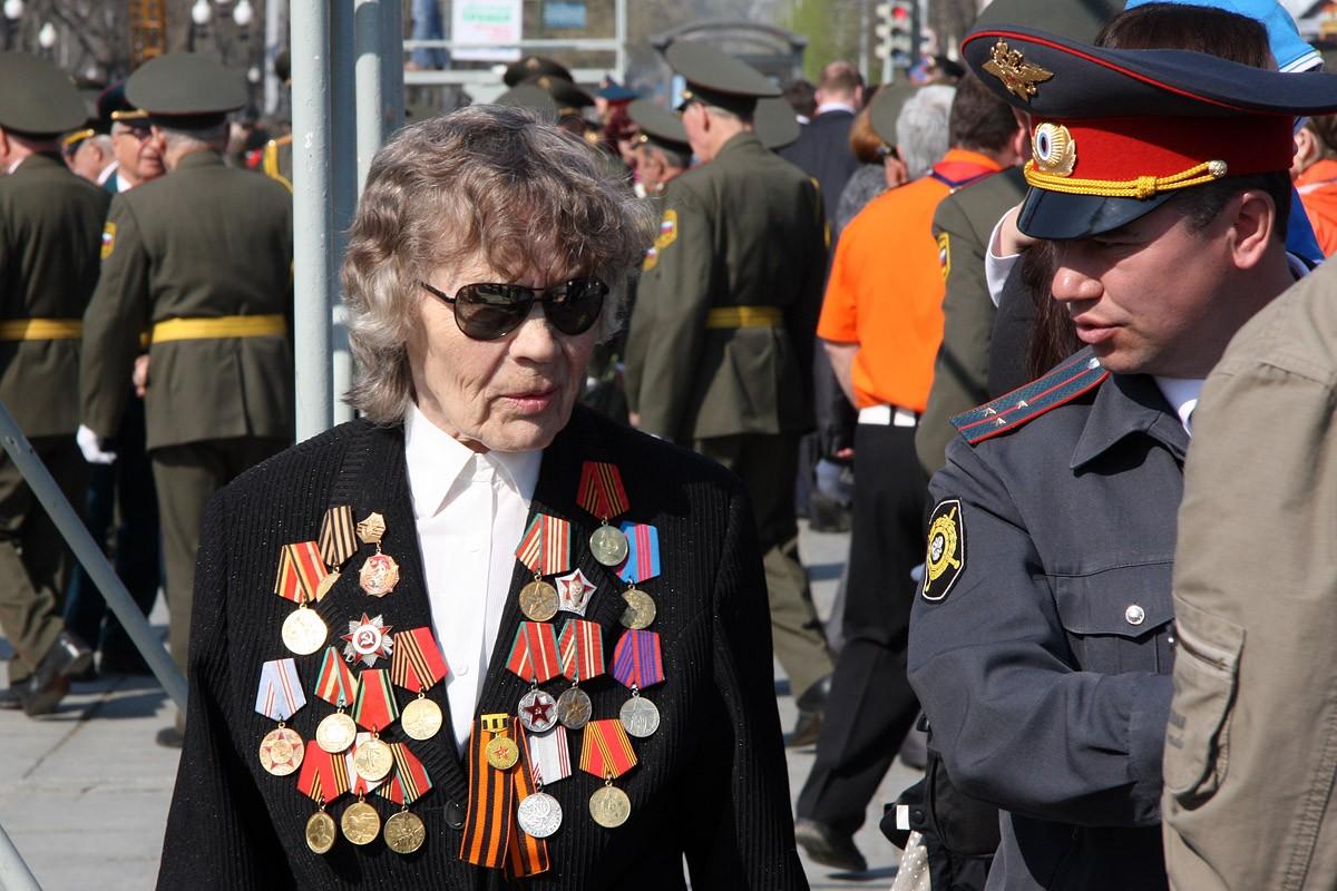 Свердловским ветеранам войны выдают по 100 тысяч рублей на ремонт жилья