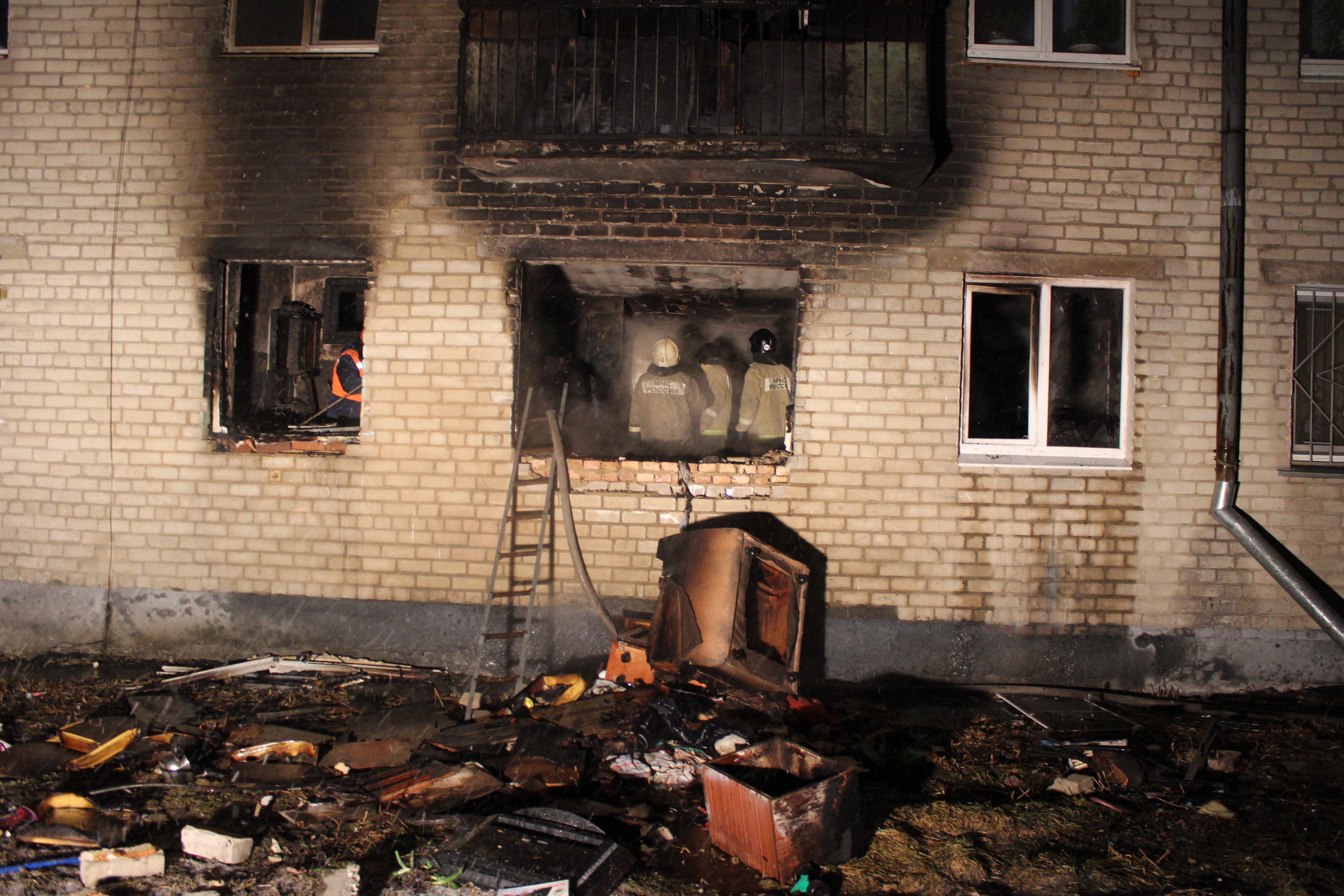 Услышал взрыв и бросился в огонь: пенсионеров из квартиры на ВИЗе спас случайный прохожий