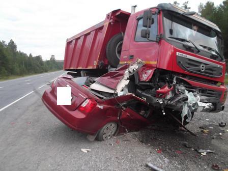 На Пермском тракте Chevrolet залетел под грузовик, двое погибли