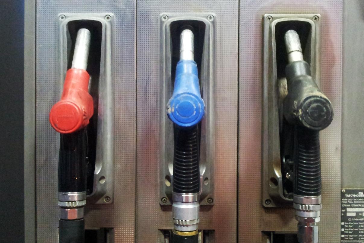 Минус две копейки: после заявления Путина цены на бензин слегка упали