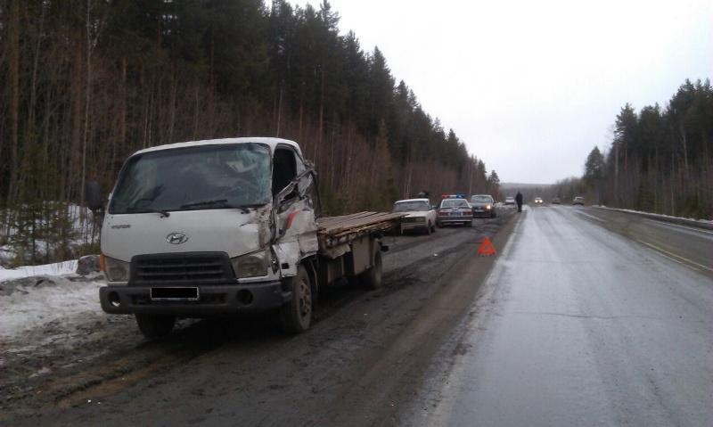 На Серовском тракте столкнулись два грузовика