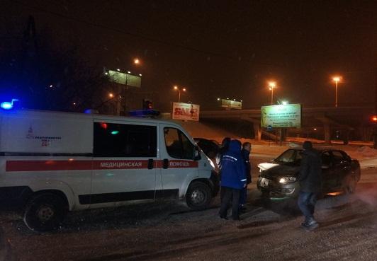 В районе Автовокзала Lada проскочила на красный и врезалась в Mazda
