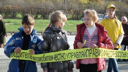 В Асбесте юные гаишники дали водителям 60-метровый совет