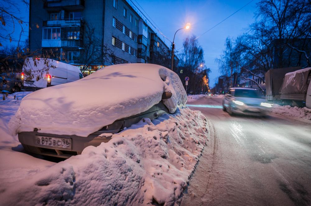 В Реже автоинспекторы спасли от холода сербского водителя