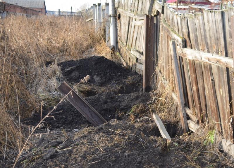 Два жителя Ирбита пытались украсть забор ипподрома