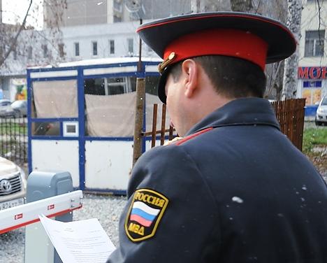 На Бажова полиция задержала наркодилера, когда он искал тайник