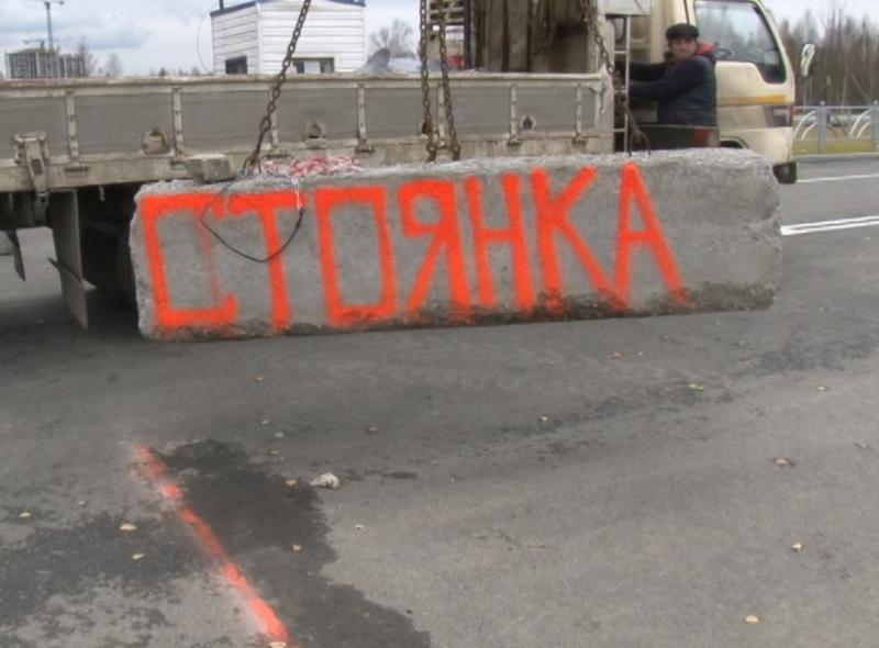Будку — под снос, таджика — на родину. Полиция уничтожила нелегальный паркинг в Академическом