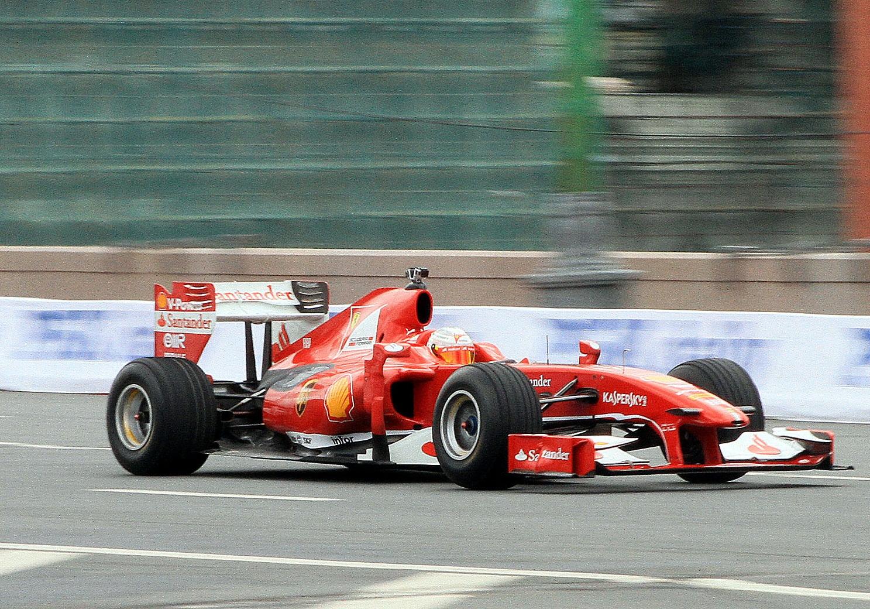 В Сочи или в Абу-Даби? Куда дешевле лететь на Гран-при «Формулы-1»