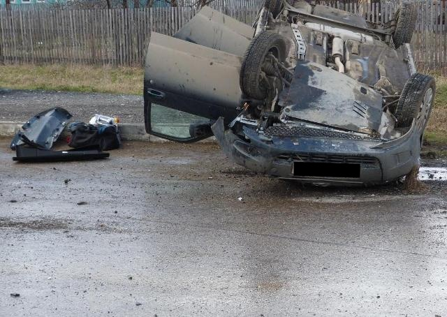 Под Красноуфимском ВАЗ врезался в столб. Погиб пассажир