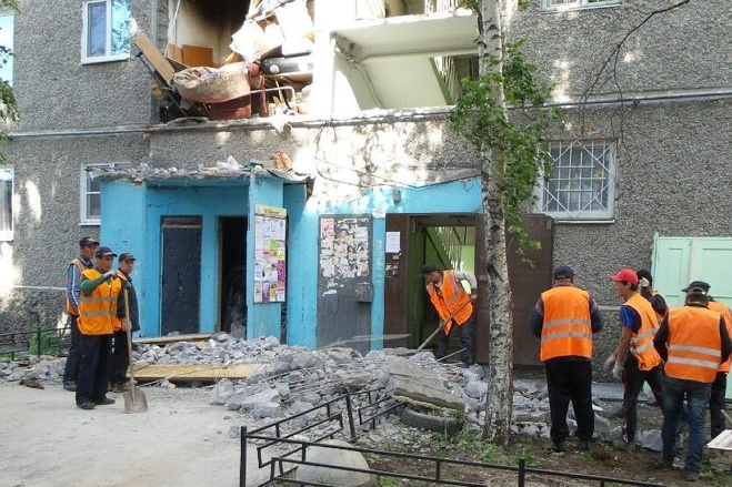 Мужчину, который пострадал при взрыве на Сыромолотова, ввели в кому