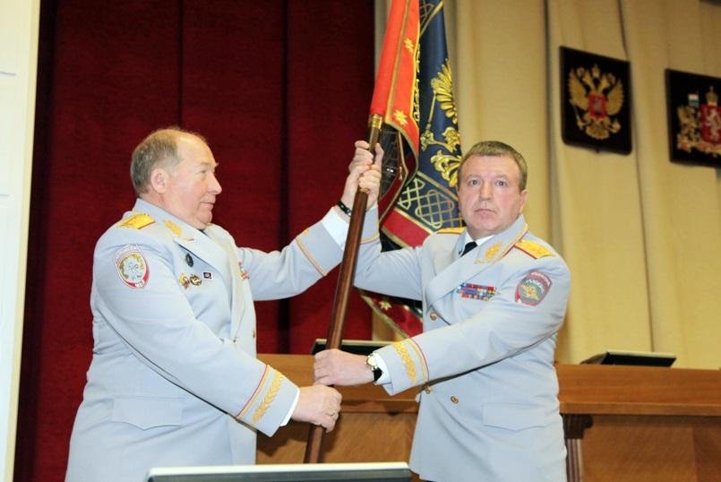 «Как постоянное напоминание». Свердловские полицейские получили новое знамя