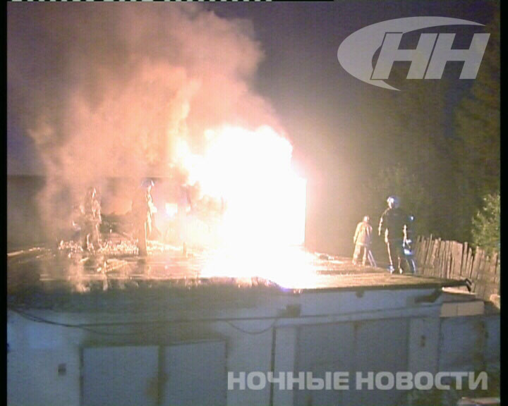 Пожар в гаражном комплексе на УНЦ уничтожил несколько боксов