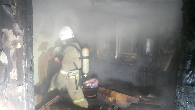 Пол завален шприцами: на ВИЗе дотла сгорел наркопритон