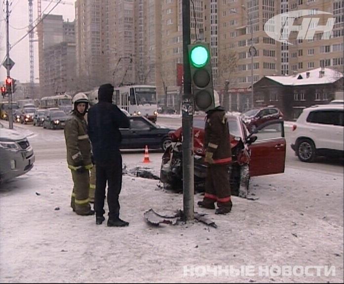 Из-за двух аварий на 8 Марта встали трамваи