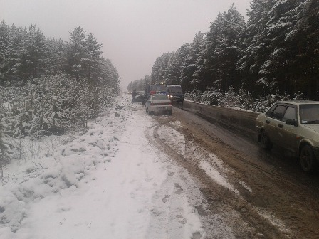 После удара с Nissan на въезде в Березовский перевернулась Skoda