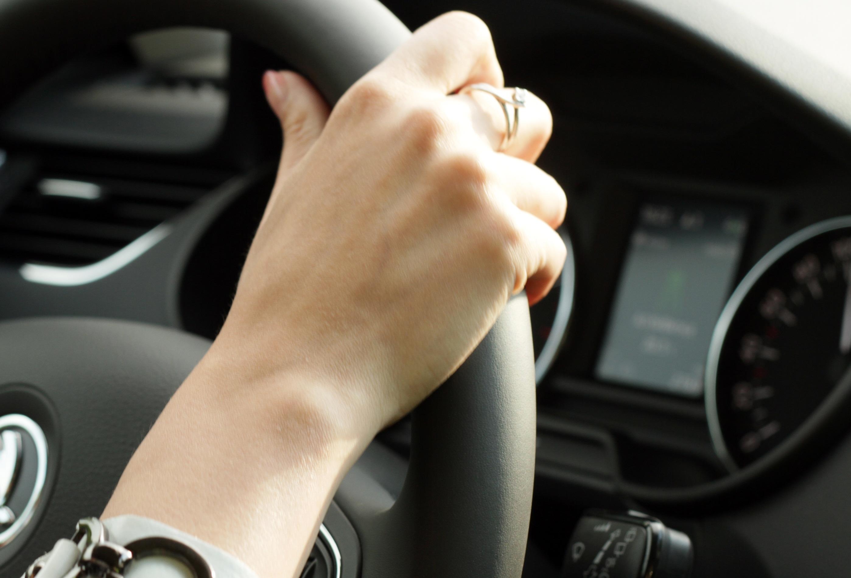 Женщины и «чайники» бесят водителей не так сильно, как дороги и хамы