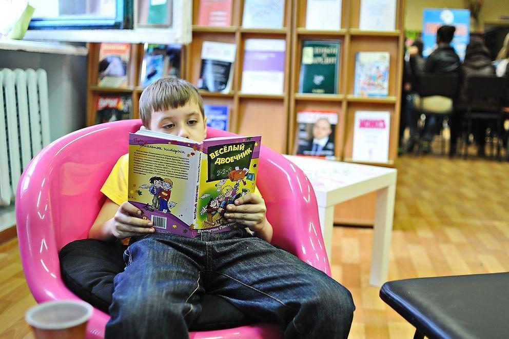 Библиотекари Екатеринбурга по телефону бесплатно почитают сказки малышам