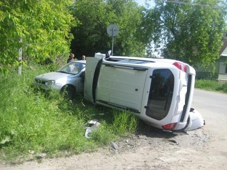 В ДТП в Верхней Пышме опрокинулась иномарка