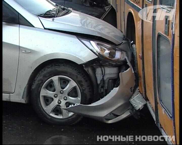 Цыган-наркоторговец на иномарке разбил 5 машин и врезался в автобус
