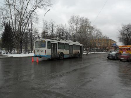 В Екатеринбурге кондуктор троллейбуса упала и сломала ключицу