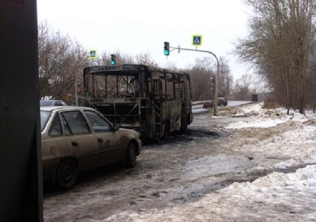 На Сибирском тракте дотла сгорел микроавтобус