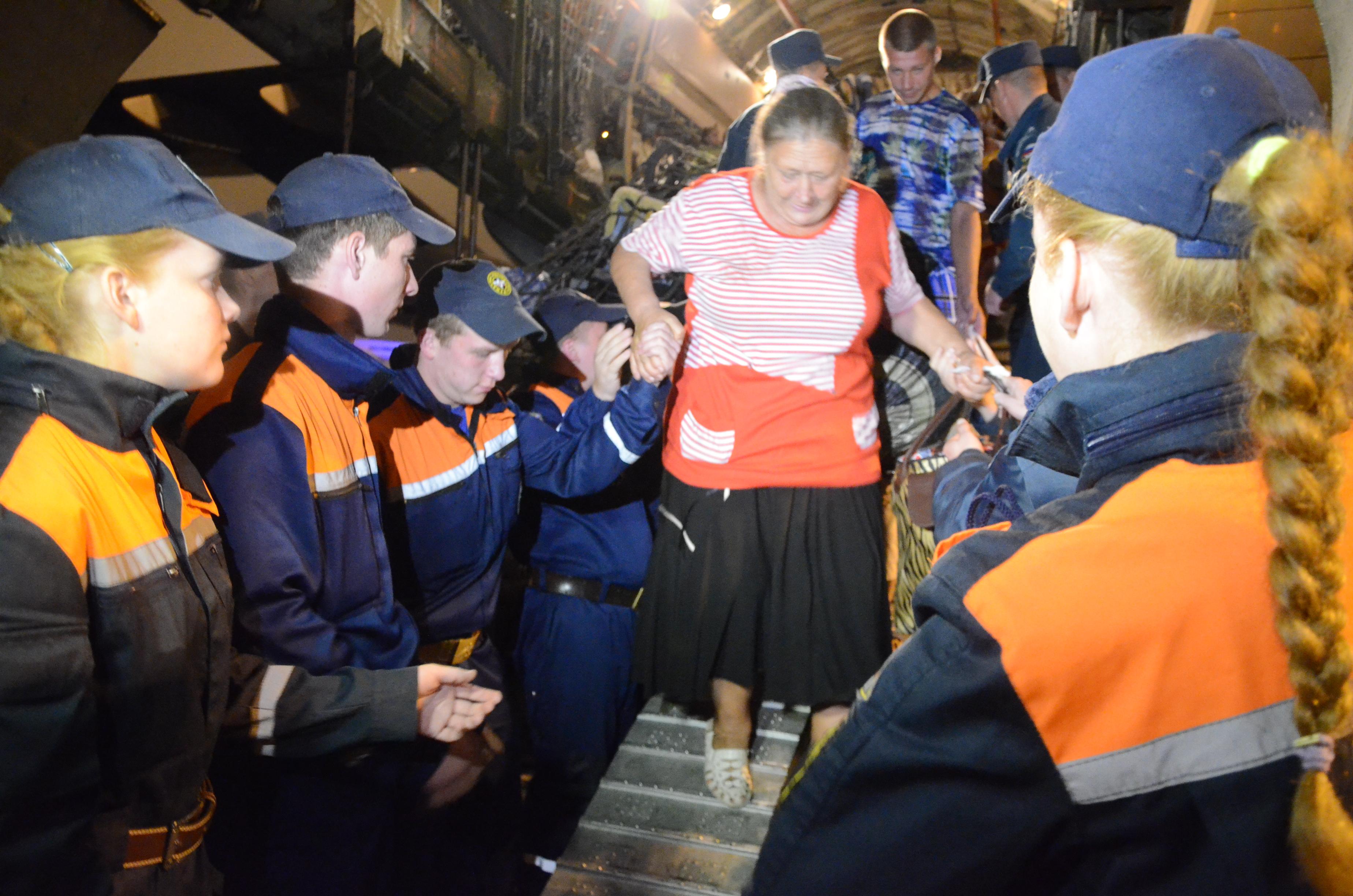 В Свердловскую область спецбортом МЧС прибыли еще 126 беженцев с Украины