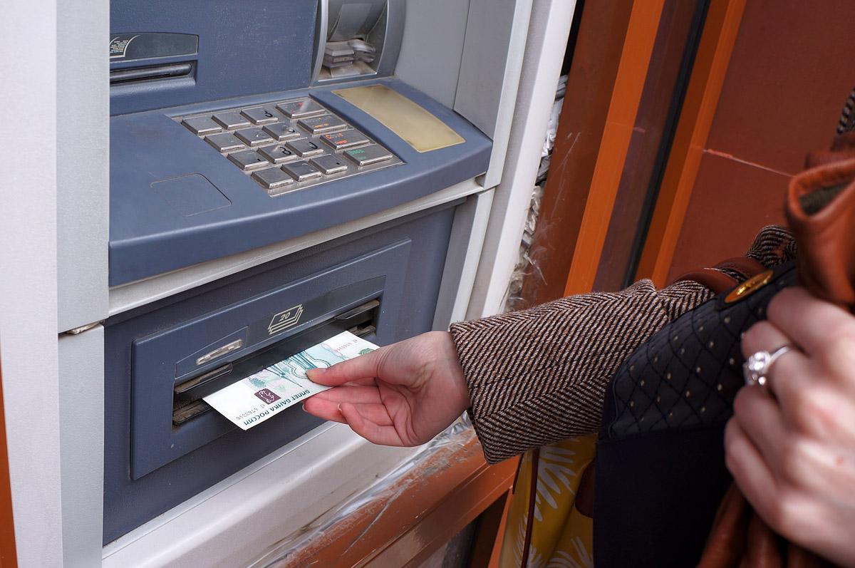 Рано паникуете. В банкоматах Екатеринбурга оставят мелкие купюры