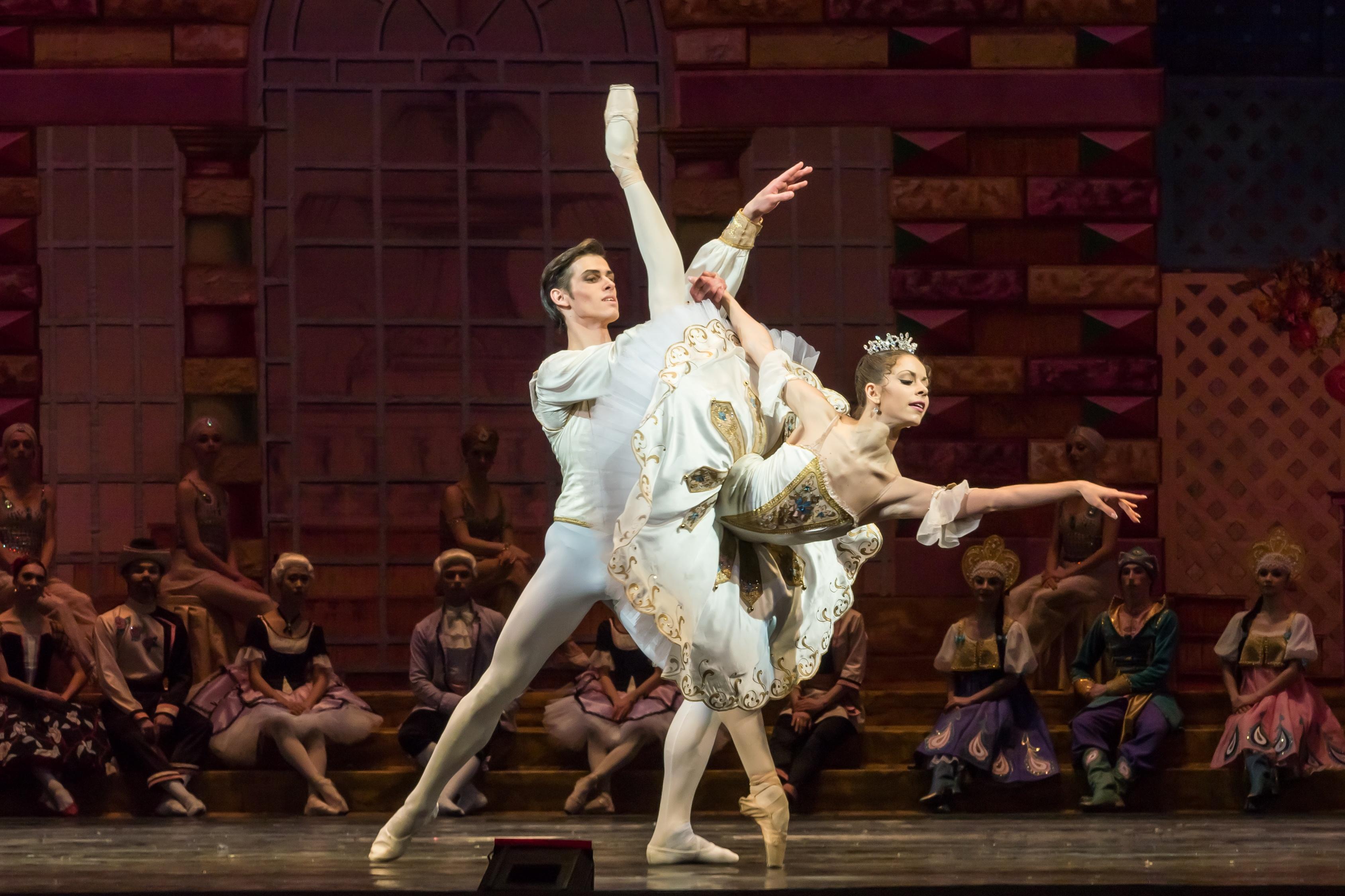 Дуэт из Екатеринбурга взял золото на балетном конкурсе в Сеуле