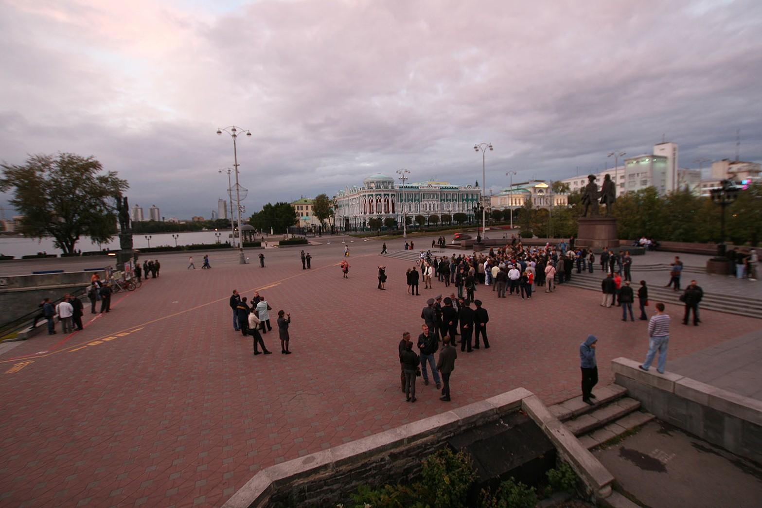 Олег Букин собирает митинг против сноса исторических зданий
