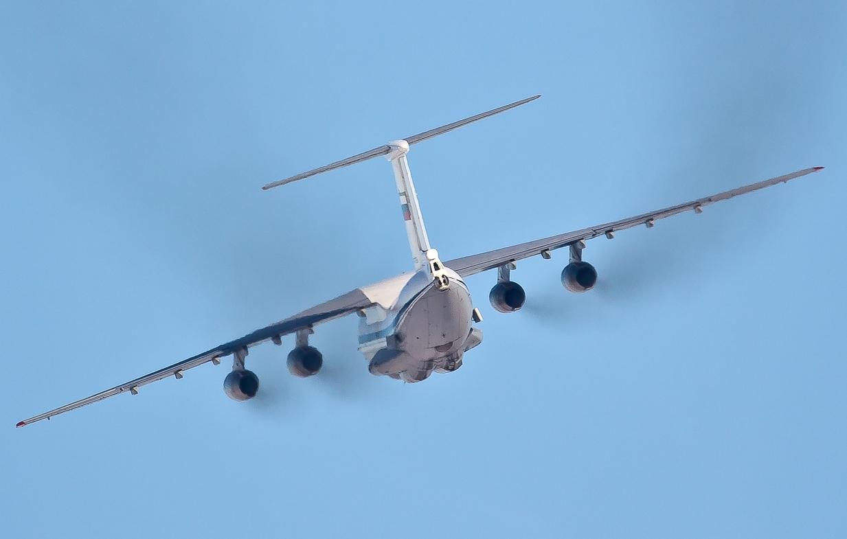 Военно-транспортный самолет из Киргизии совершил аварийную посадку в Кольцово