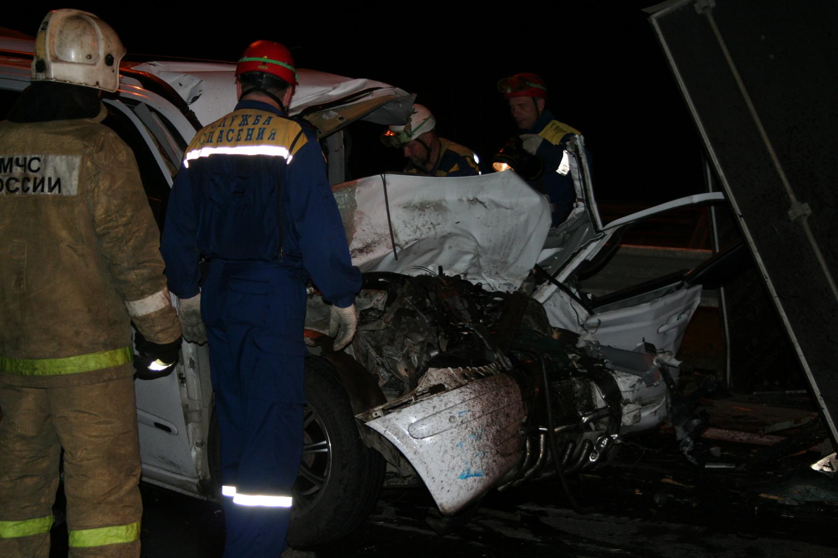 Водитель микроавтобуса погиб, врезавшись в ГАЗель на Ново-Московском тракте