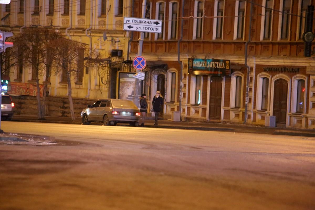 Полиция ослабила хватку: кризис гонит проституток Екатеринбурга на улицу