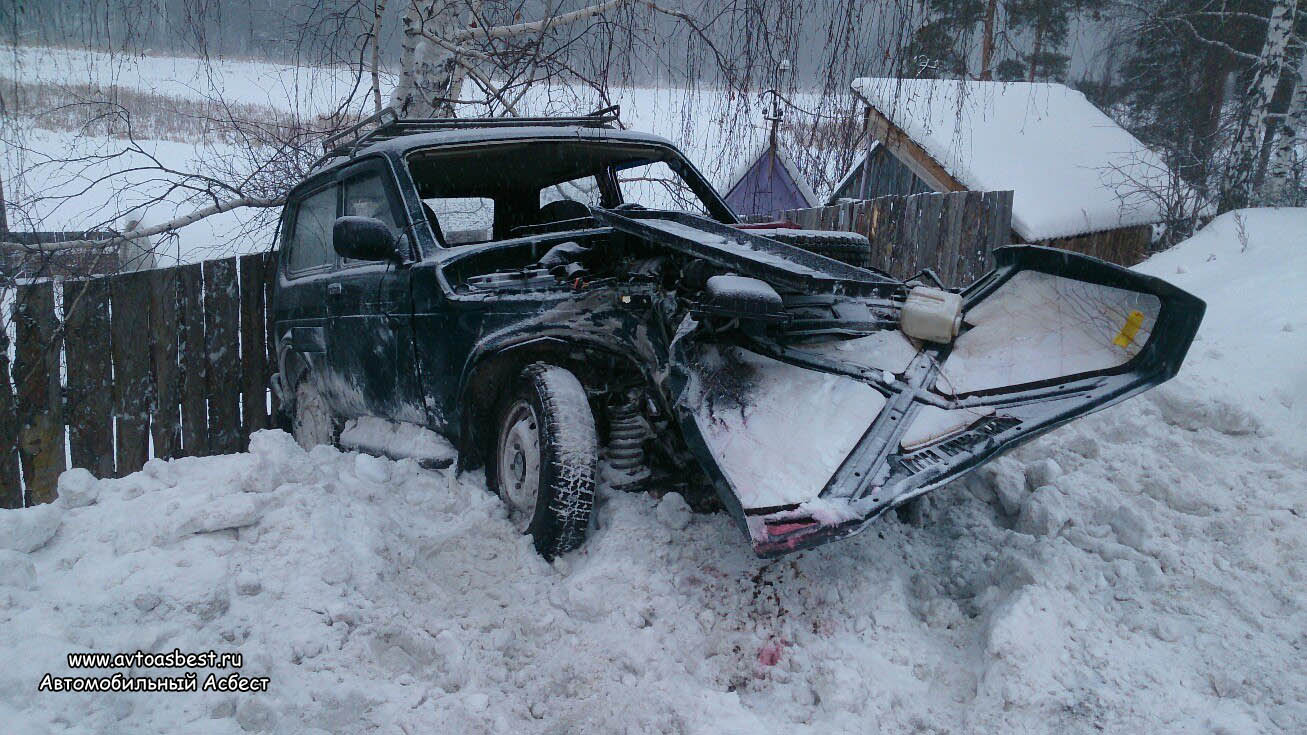Чудом остался жив: грузовик смял легковушку под Асбестом